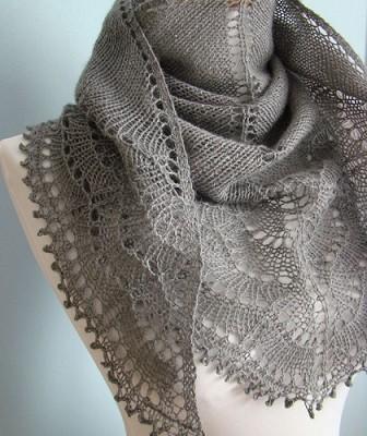 Красивая шаль «Холден» спицами