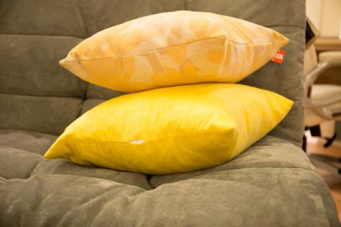 Обновите подушки с дивана яр…