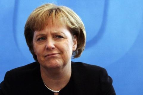 Меркель раскритиковали за отказ приехать в Москву