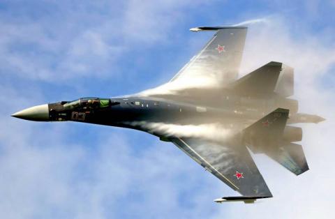 Су-35 эффектно обгоняет Су-3…