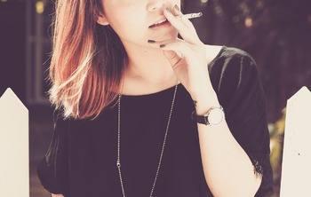 Как вы считаете, почему многие женщины начинают курить после родов?