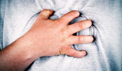 Что происходит с человеком при сердечном приступе и как спастись