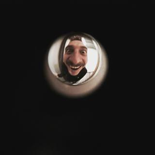 Звонок в дверь. Подхожу, смо…