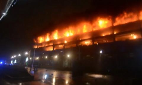В Ливерпуле на паркинге сгорело 1400 автомобилей