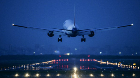 Самолет из Москвы экстренно …