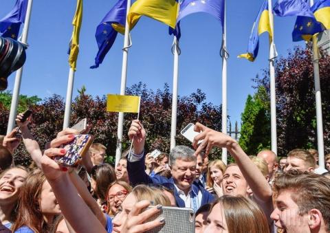 Великий день Порошенко: фига в кармане, безвиз за пазухой. Василий Стоякин