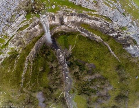 Водопад Малхам Ков