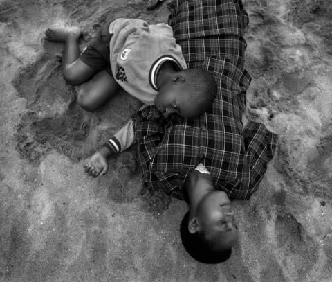 Ангел для дочери: трогательная серия фотографий о жизни женщины, лишившейся рук