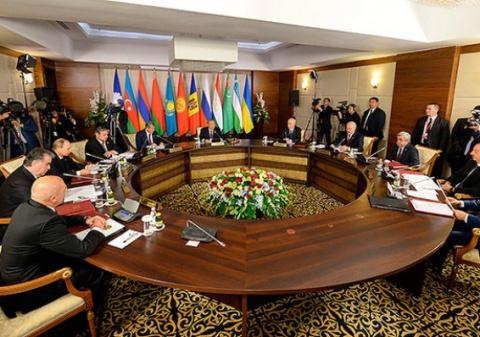 Путин предложил странам СНГ совместно бороться с исламистами в Сирии