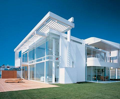 Проект дома: современный дом с прекрасной морской панорамой