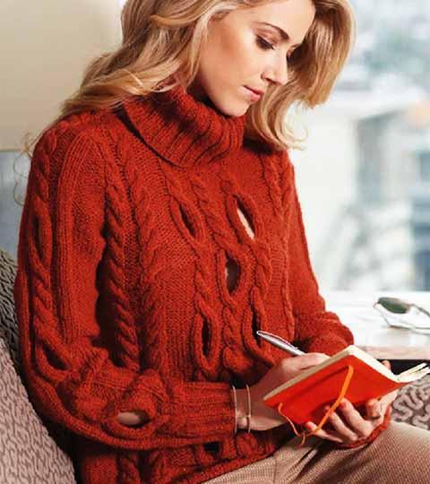 пуловер со жгутами и отверстиями