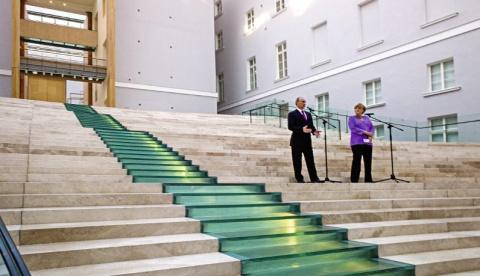 Spiegel: Меркель едет в Моск…