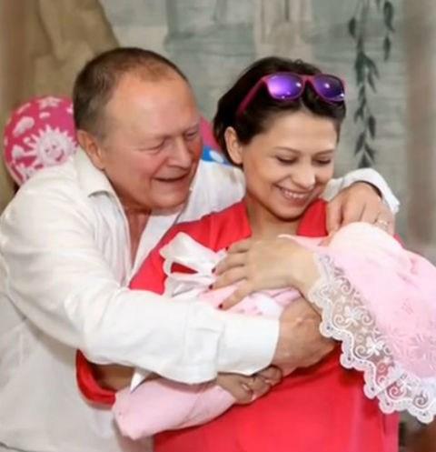 70-летний актер Борис Галкин впервые стал отцом — фото