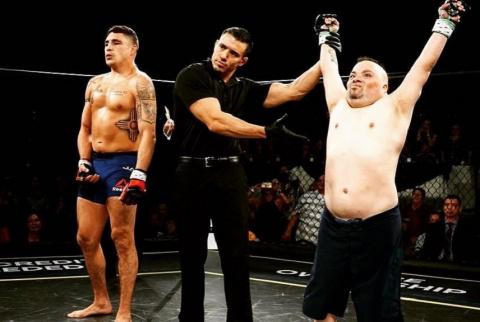 Боец UFC проиграл оппоненту …