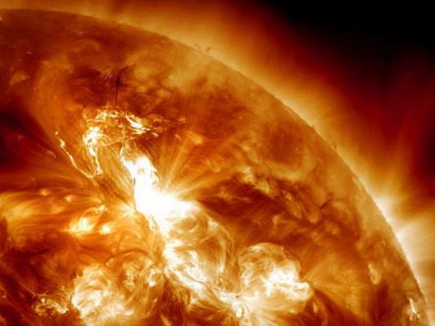 Ученые увидели, как «заискрило» Солнце