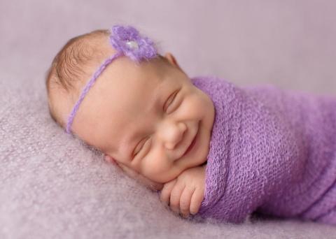 Фотограф, который ловит улыбки спящих младенцев