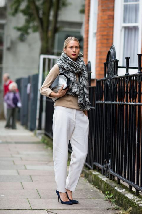 Как носить шарф осенью 2015:…