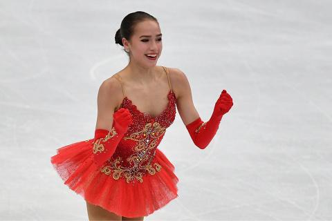 Загитова обыграла Медведеву на чемпионате Европы по фигурному катанию