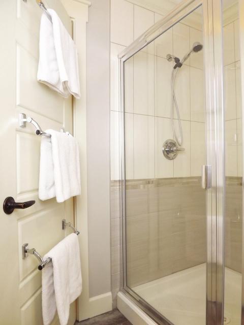 http://bathroomremodelsideas.info/wp-content/uploads/2015/06/bathroom-towel-rack-cabinet-pictures-012.jpg