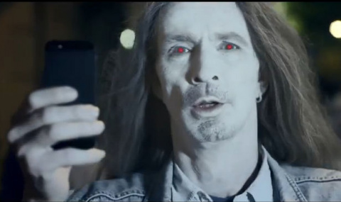 Nokia продолжает издеваться над пользователям iPhone