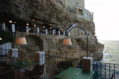 Ресторан в пещере, Италия.