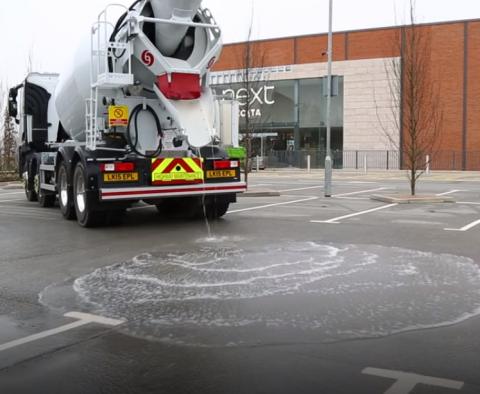 В Англии придумали дорожное покрытие, которое не боится воды