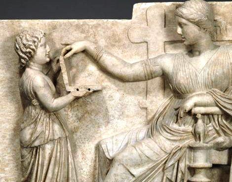 Эта древнегреческая статуя доказывает, что путешествия во времени существуют? Неужели это ноутбук?