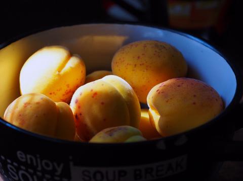 Блюдо из зеленых абрикос — к…