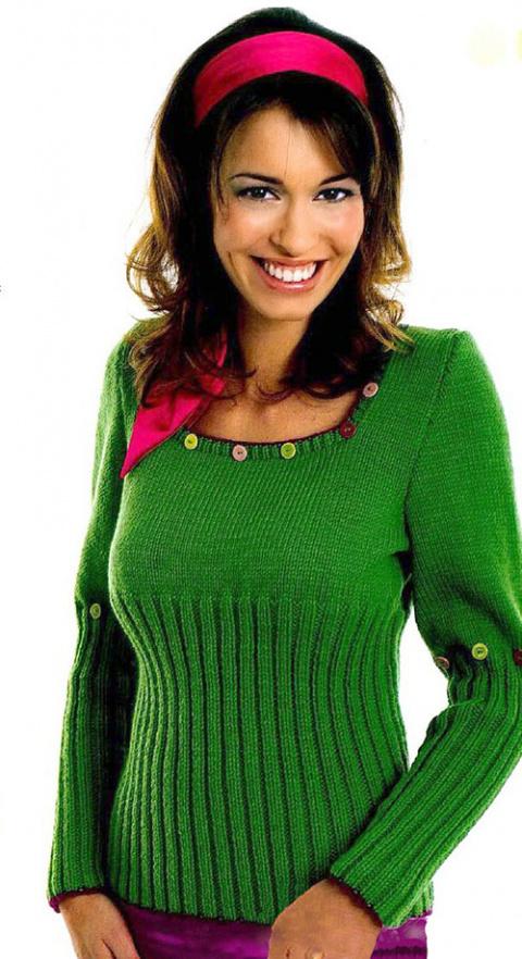 Пуловер с разноцветными пуговицами