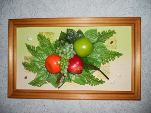 Коллажи из искуственных фруктов