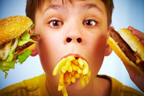 Названа самая вредная еда для детей