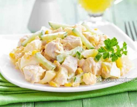 легкий салат с курицей и кукурузой