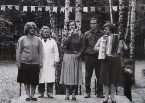 1993 на трибуне.  Открытие лагеря?