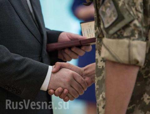 Порошенко наградил командира БТР, задавившего ребенка