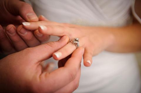 Обручальные кольца портят секс