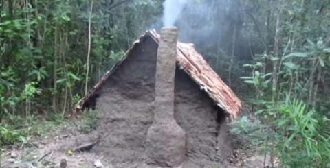 Настоящий мужик - парень голыми руками построил уютный дом в лесу