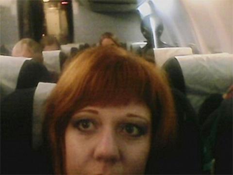 Неизвестное существо сфотографировала на борту самолета жительница Кургана