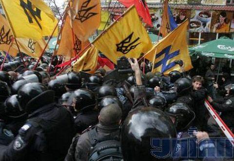 """Сикорский: """"Правый сектор"""" имеет право на бандитизм"""