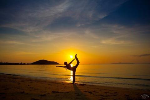 Щит от манипуляций, или 12 природных законов йоги