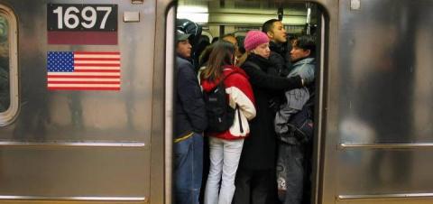 Резня в Нью-Йоркском метро продолжается