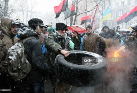 Саакашвили в суде, в Киеве протесты (фото).