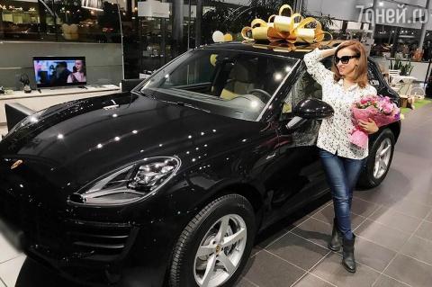 Анфиса Чехова купила машину …