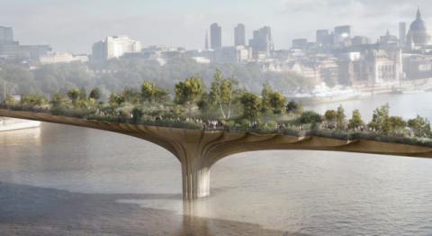 Заколдованный мост в центре шумного города
