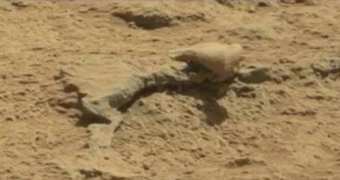 """""""Виртуальные археологи"""" нашли на Марсе чей-то скелет и объект, похожий на """"материнский корабль"""""""