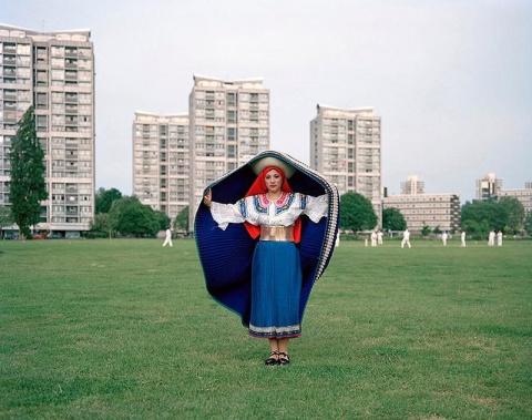 Новоиспеченные «лондонцы» в национальных костюмах