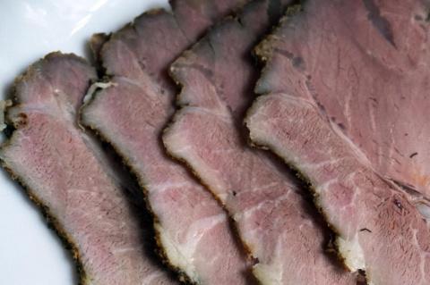 Свиной окорок запеченный – очень сочный!