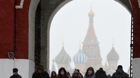 Independent: Слабый рубль за…