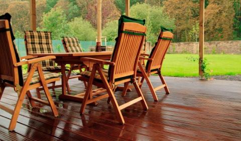 Как ухаживать за уличной деревянной мебелью