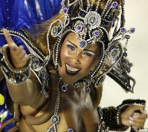 Знойные бразильянки на карнавале в Рио-де-Жанейро: устоять совершенно нереально!