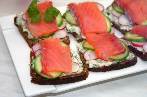 Датские рыбные сэндвичи с огурцами